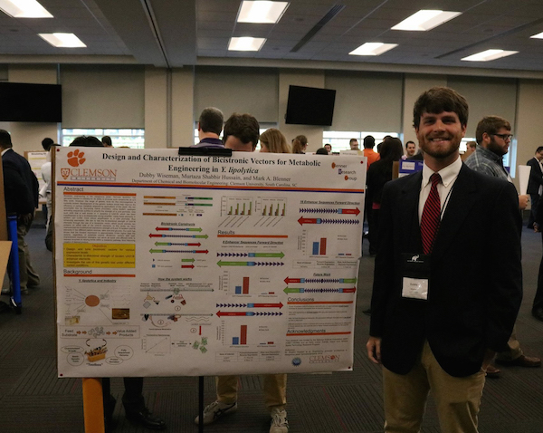 Dubby presents poster at AIChE Meeting in Alabama